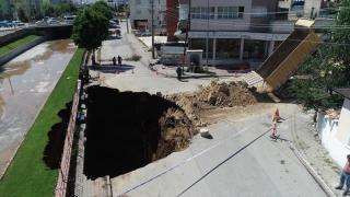 Sivas'ta çöken yolun dolgu işlemine başlandı