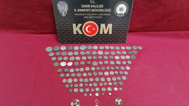 İzmirde 131 parça tarihi eser ele geçirildi