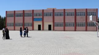 Tel Abyadlı çocuklar Türkiye'nin onardığı okullar sayesinde geleceğe umutla bakıyor