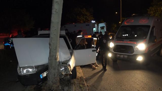 Düzcede ağaca çarpan otomobildeki 4 kişi yaralandı