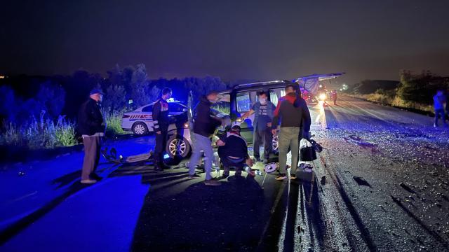 Bursada iki otomobil kafa kafaya çarpıştı: 1 ölü, 4 yaralı
