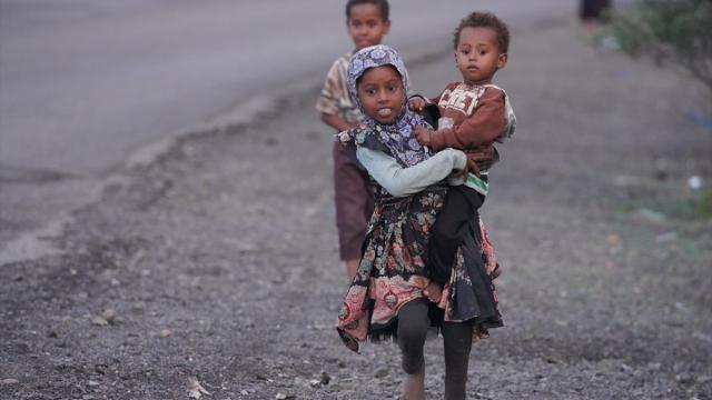 Yemenli çocuklar okul yerine işin yolunu tutuyor