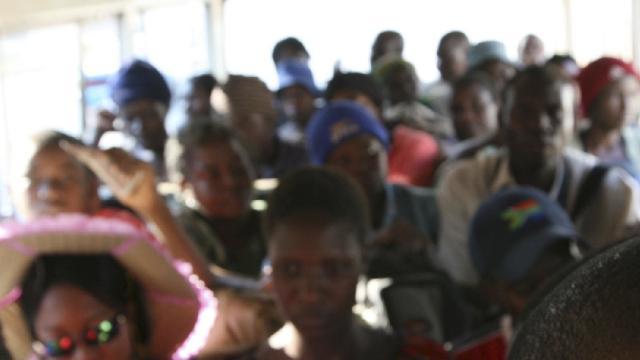Zambiyada yolcu taşıyan kamyon devrildi: 19 ölü