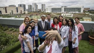 """Türkiye'den Azerbaycanlı çocuk doktorlarına tecrübe katacak """"üst ihtisas"""" eğitimi"""