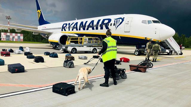 Belarusta Ryanair uçağında yakalanan muhalifler ev hapsine alındı