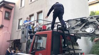 Bursa'da yangında mahsur kalan 12 kişi kurtarıldı