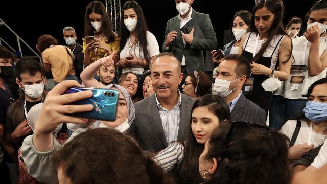 Bakan Çavuşoğlu öğrencilerle buluştu