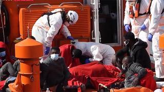Düzensiz göçmenleri taşıyan bot alabora oldu: En az 4 ölü