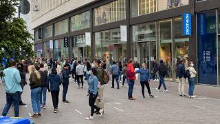 Hollanda kapalı alanlarda maske zorunluluğunu kaldıracak