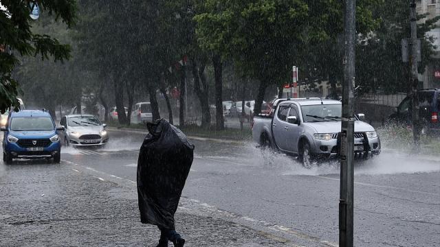 İstanbulda bugün de sağanak etkili oluyor