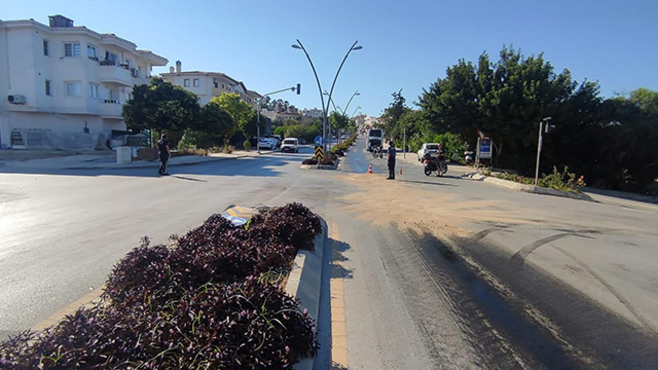 Yola yağ döküldü, 8 motosiklet kaza yaptı