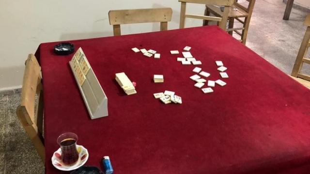 Eskişehirde 55 kişi dernekte kumar oynarken yakalandı