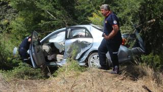 Adana'da bariyere çarpan otomobilin sürücüsü yaralandı