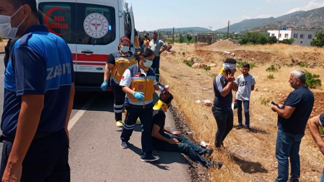 Gaziantepte süt kamyoneti ile tır çarpıştı: 4 yaralı
