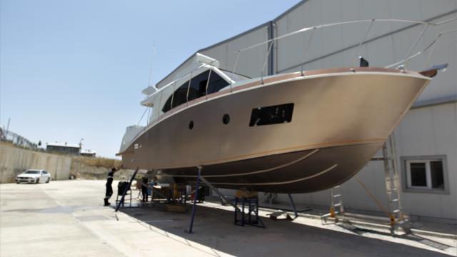 Vanda üretilen 13 metrelik yat Van Gölüne inmeye hazırlanıyor