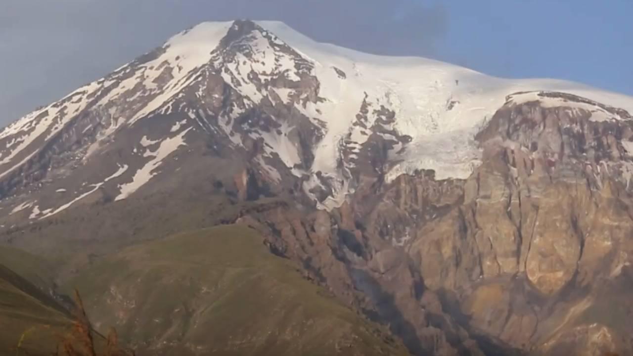 Ağrı Dağı'ndan vadiye çamur aktı