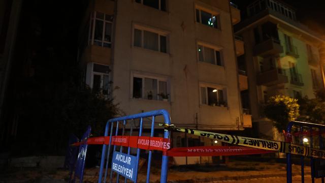İstanbulda kolonu çatlayan 5 katlı bina boşatıldı