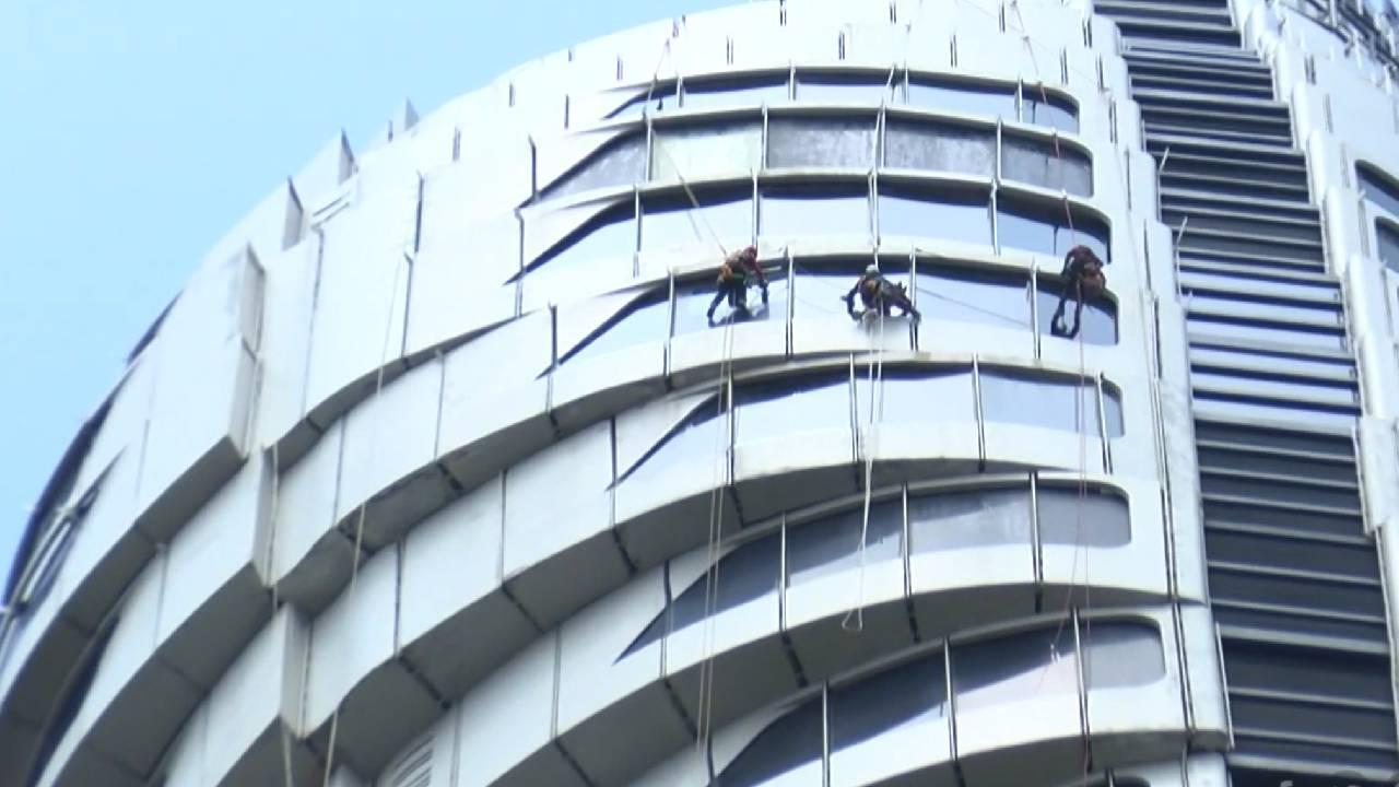 Çamlıca Kulesi'ni dağcılar temizliyor