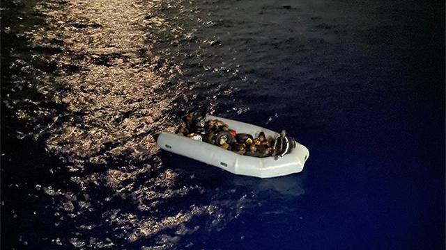 Yunanistanın düzensiz göçmenleri geri itmesi İtalyan gazetesinde
