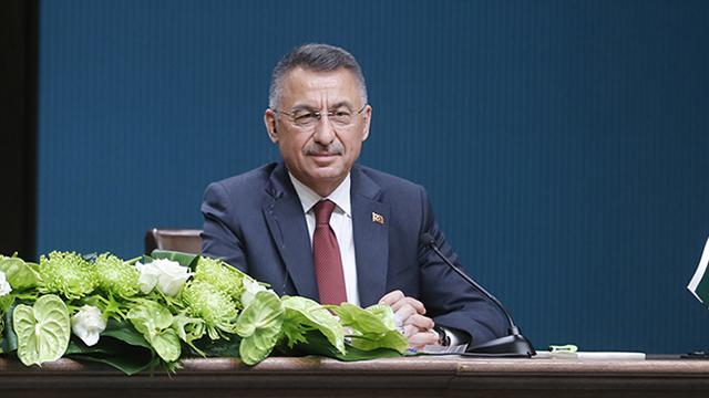 Cumhurbaşkanı Yardımcısı Oktay, Ali Gürbüzü tebrik etti