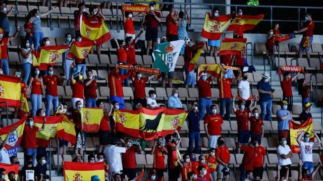İspanyada futbol ve basketbol maçları seyircili oynanacak