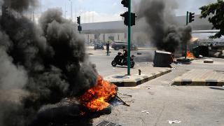 Lübnan'da sokaklar ateşe verildi, yollar trafiğe kapatıldı