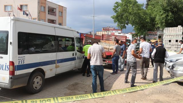 Osmaniyede geri manevra yapan kamyonetin altında kalan kadın hayatını kaybetti