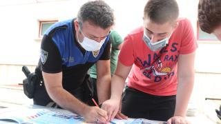 Üsküdar'da polis, özel çocuklarla boyama etkinliği gerçekleştirdi