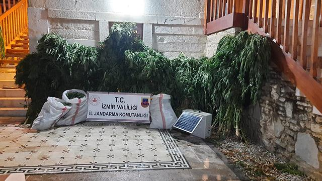 İzmirde zehir taciri 11 kişiye gözaltı