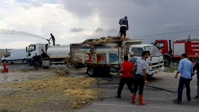 Kırıkkalede seyir halindeki kamyonun kasasındaki sap balyaları yandı