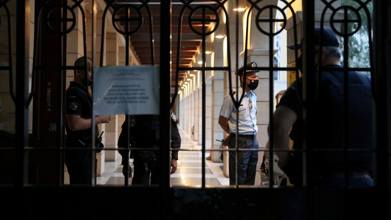 Yunan rahipten kezzaplı saldırı: 10 yaralı