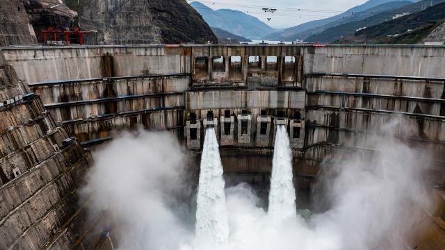 Çindeki Bayhıtan Hidroelektrik Santrali elektrik üretmeye başladı
