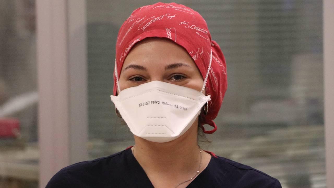 Çiğdem hemşire bir ayda iki kere koronavirüse yakalandı