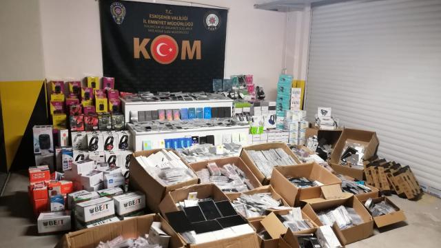 Eskişehirde 5 bin 570 kaçak elektronik cihaz ele geçirildi