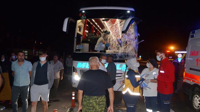 Aksarayda otobüs ile minibüs çarpıştı: 12 yaralı