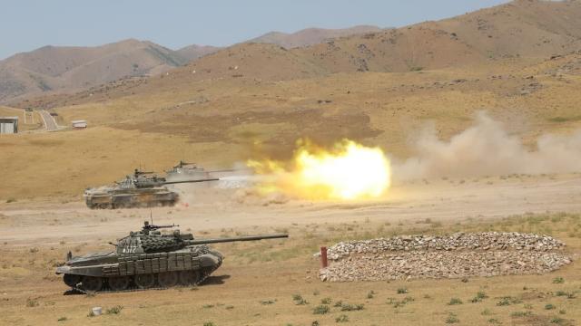 Özbekistandan Afganistan sınırı yakınında askeri tatbikat