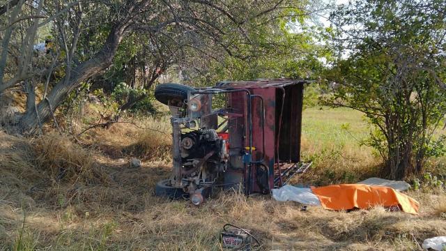 Tarım aracı devrildi, baba ve kızı hayatını kaybetti