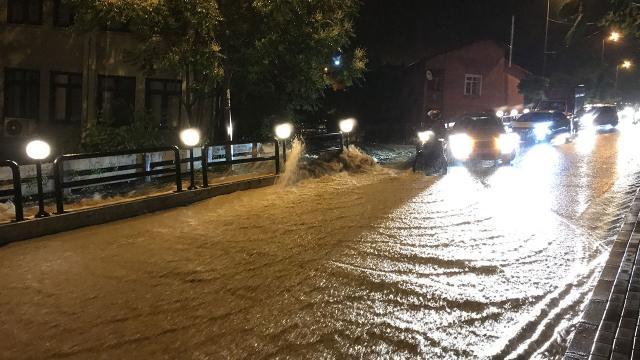Zonguldak ve Bartında sağanak: Cadde ve sokaklar göle döndü
