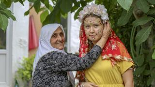 """""""Yüz yazma"""" geleneğinin Karaburun'daki son temsilcisi eski düğünleri özlüyor"""
