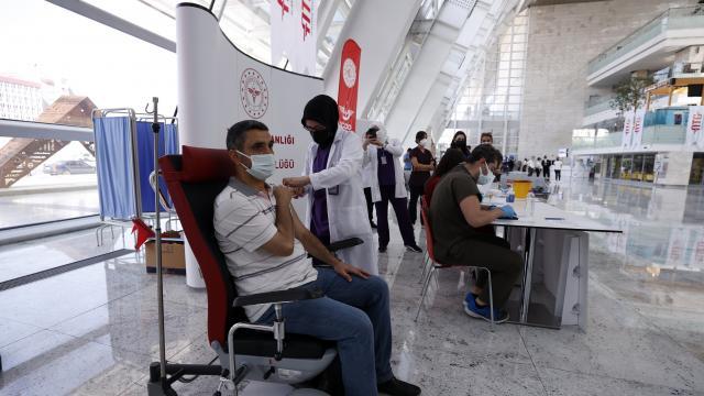 Ankara Yüksek Hızlı Tren Garında Covid-19 aşısı yapılmaya başlandı