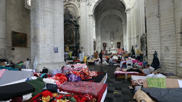 """Belçikada 400 """"belgesiz"""" 40 gündür açlık grevinde"""