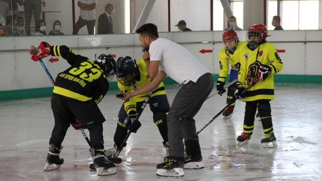 Hatayda buz hokeyi turnuvası yapıldı