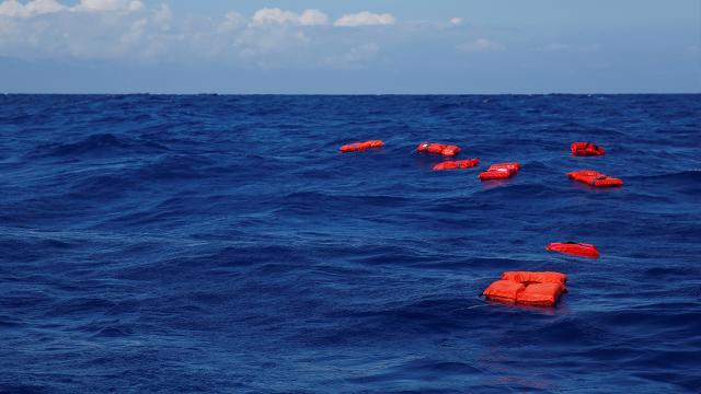 İtalyanın Lampedusa Adası açıklarında göçmen teknesi battı: 7 ölü