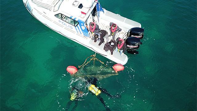 İzmirde kaçak avcılık operasyonu: Çok sayıda malzeme ele geçirildi