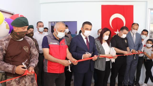 Siirtte şehit polis memurları Muhammed Demir ve Anıl Kemal Kurtul adına iki kütüphane açıldı