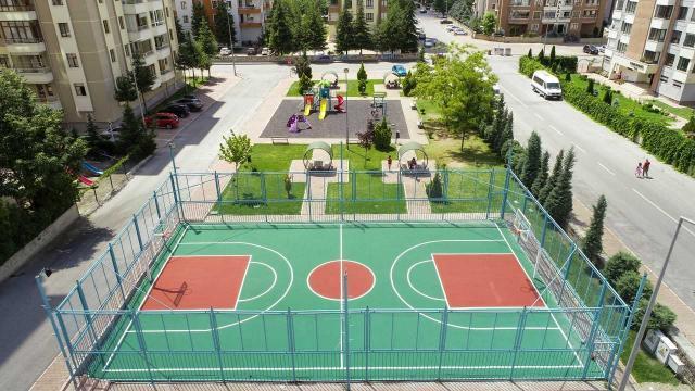 Talas Belediyesi spor sahalarını yeniliyor