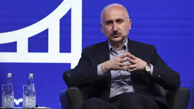 Bakan Karaismailoğlu: Süveyş Kanalını da yapan büyük firmalarla görüşüyoruz