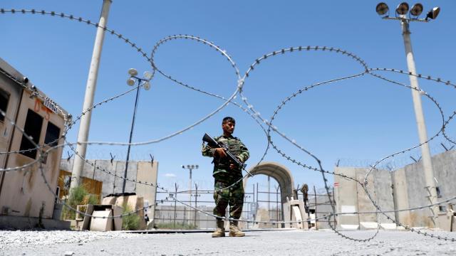 Talibandan kaçan 143 Afgan asker Tacikistana geçti