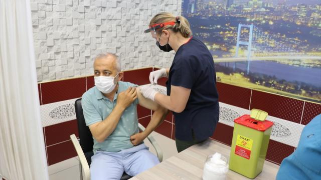 Manisa Şehirlerarası Otobüs Terminalinde Covid-19 aşı uygulaması başlatıldı