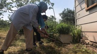 Bursa'da meslek liseli gönüllüler, mahalle sakinlerinin yardımına koştu